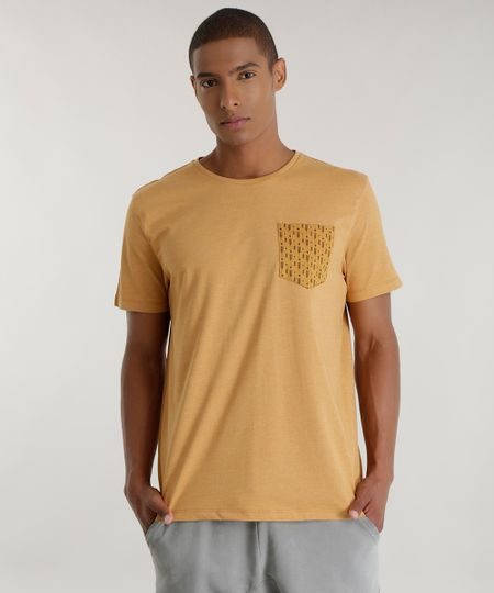 Camiseta com Bolso Estampado Caramelo