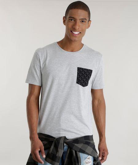 Camiseta com Bolso Estampado Cinza Mescla