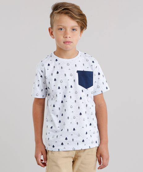 Camiseta-Infantil-Estampada-de-Pinheiros-com-Bolso-Manga-Curta-Gola-Careca-Cinza-Mescla-Claro-9142372-Cinza_Mescla_Claro_1