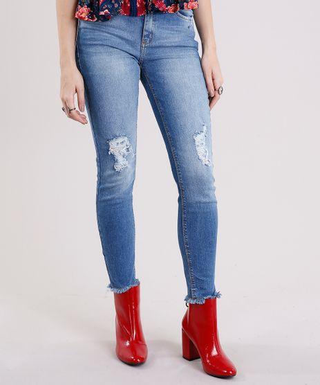 Calca-Jeans-Feminina-Cigarrete-Destroyed-com-Barra-Desfiada-Azul-Medio-9101342-Azul_Medio_1