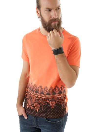 Camiseta com Estampa Paisley Coral