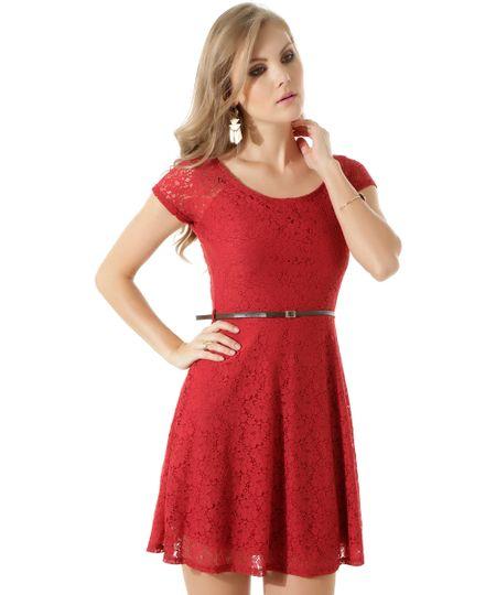 Vestido em Renda com Cinto Vermelho