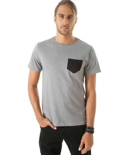 Camiseta com Bolso Cinza