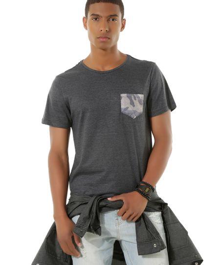 Camiseta com Bolso Estampado Cinza Mescla Escuro