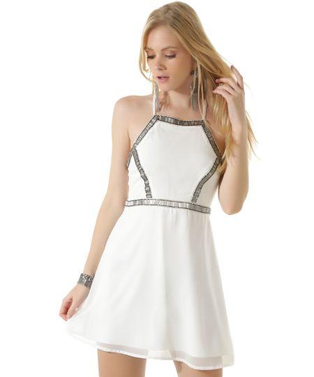 Vestido com Bordado Branco