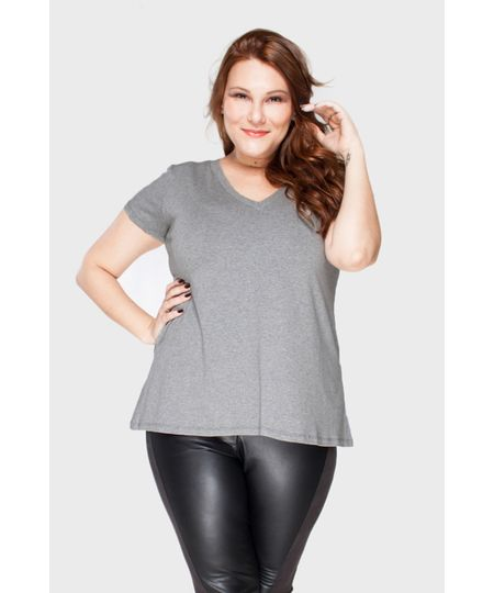 Camiseta Decote V Plus Size