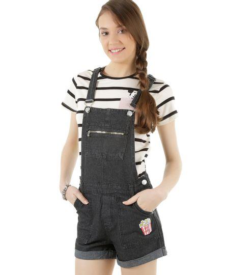 Jardineira Jeans com Patch Preta