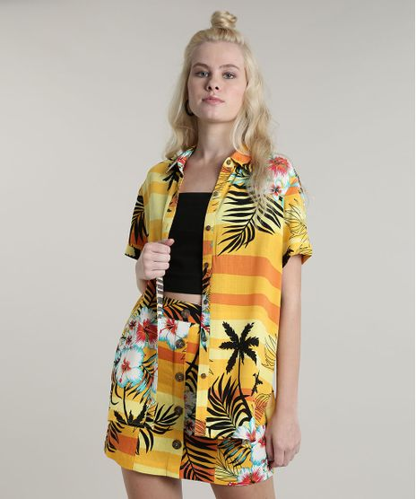 Camisa-Feminina-Estampada-Tropical-com-Fenda-Manga-Curta-Amarela-9632916-Amarelo_1