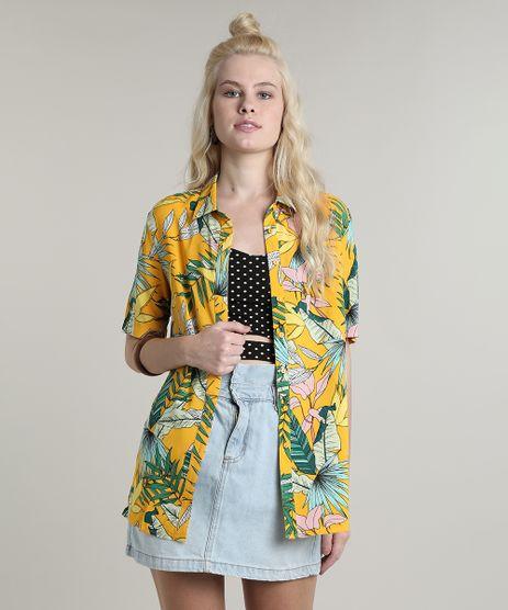 Camisa-Feminina-Estampada-Tropical-com-Fenda-Manga-Curta-Amarela-9644889-Amarelo_1