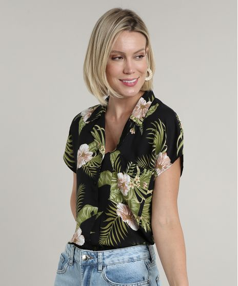 Camisa-Feminina-Estampada-Floral-Tropical-com-Bolso-Manga-Curta-Preta-9706658-Preto_1