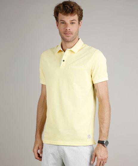 Polo-Masculina-em-Piquet-Comfort-Fit-com-Bolso-Manga-Curta-Amarelo-Claro-9529645-Amarelo_Claro_1