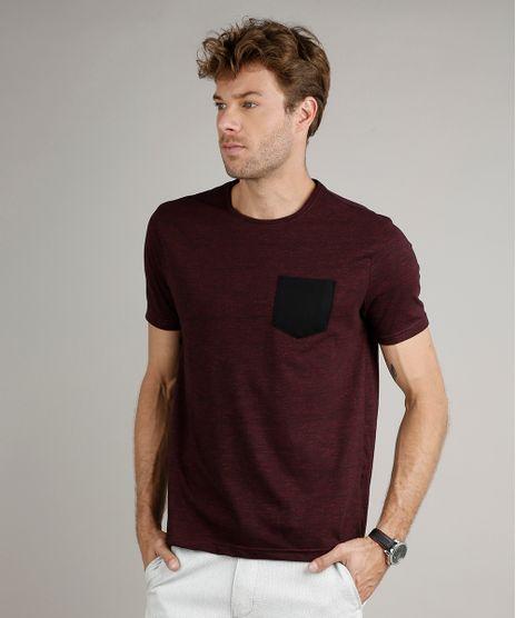 Camiseta-Masculina-Basica-Comfort-Fit-com-Bolso-Manga-Curta-Gola-Careca-Vinho-9656279-Vinho_1