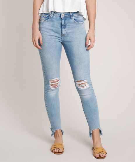 Calca-Jeans-Feminina-com-Rasgos-Barra-Desfiada-Azul-Claro-9750193-Azul_Claro_1