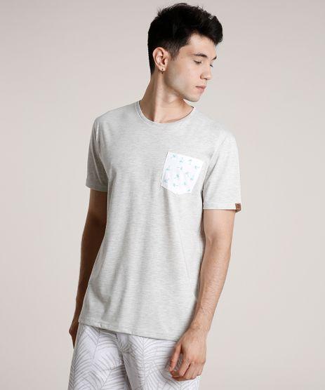 Camiseta-Masculina-com-Bolso-Estampado-de-Coqueiros-Manga-Curta-Gola-Careca-Cinza-Mescla-Claro-9720312-Cinza_Mescla_Claro_1