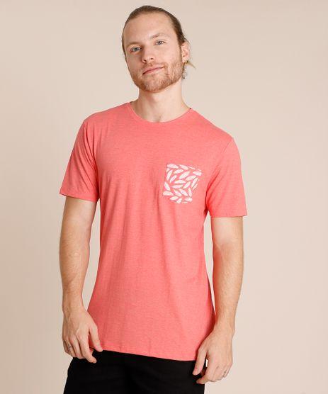 Camiseta-Masculina-com-Bolso-Estampado-de-Penas-Manga-Curta-Gola-Careca-Coral-9738299-Coral_1