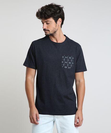 Camiseta-Masculina-com-Bolso-Estampado-Manga-Curta-Gola-Careca-Cinza-Mescla-Escuro-9902183-Cinza_Mescla_Escuro_1