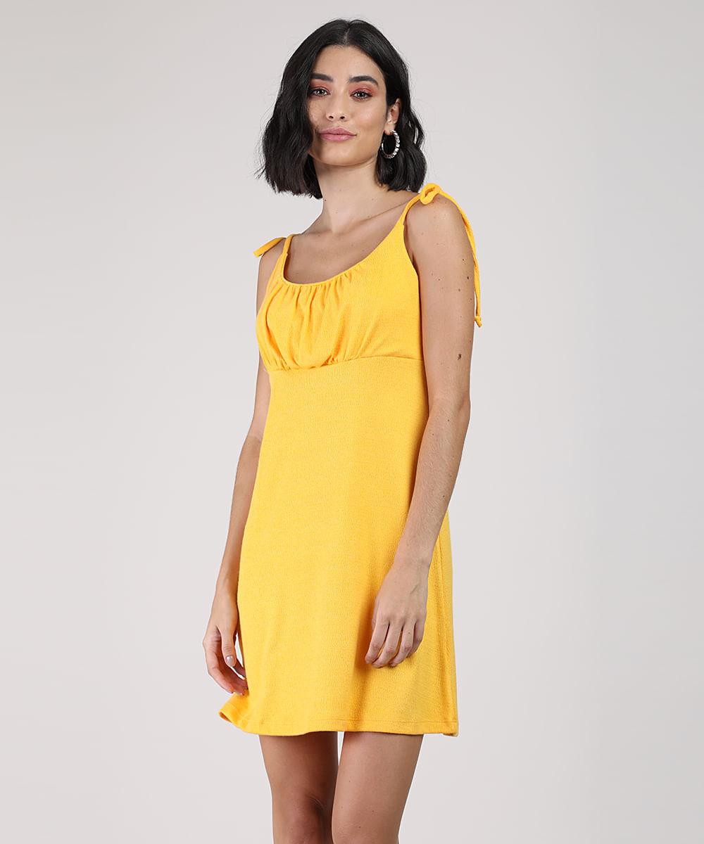 Vestido Feminino Curto Texturizado com Laço na Alça Fina Amarelo