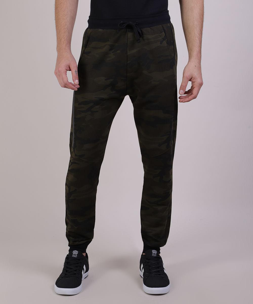 Calça Masculina Relaxed Estampada Camuflada em Moletom com Bolsos Verde Militar