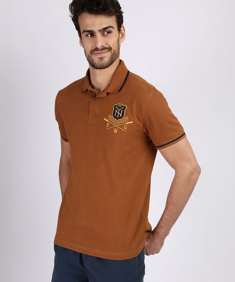 Polo-de-Piquet-Masculina-com-Patch-Manga-Curta-Marrom-9915546-Marrom_1