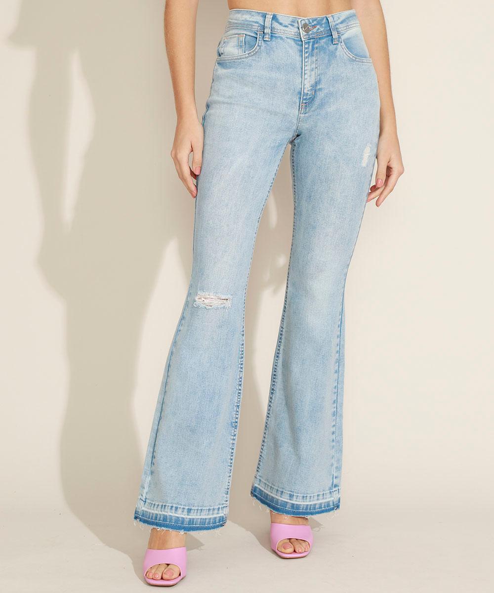 Calça Jeans Feminina Flare Cintura Alta com Rasgos e Barra Desfeita Azul Claro