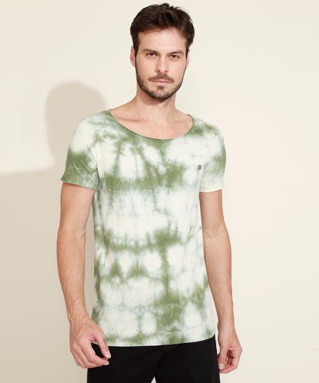 Camiseta-Masculina-Slim-Estampada-Tie-Dye-Manga-Curta-Gola-Canoa-Verde-9965509-Verde_1