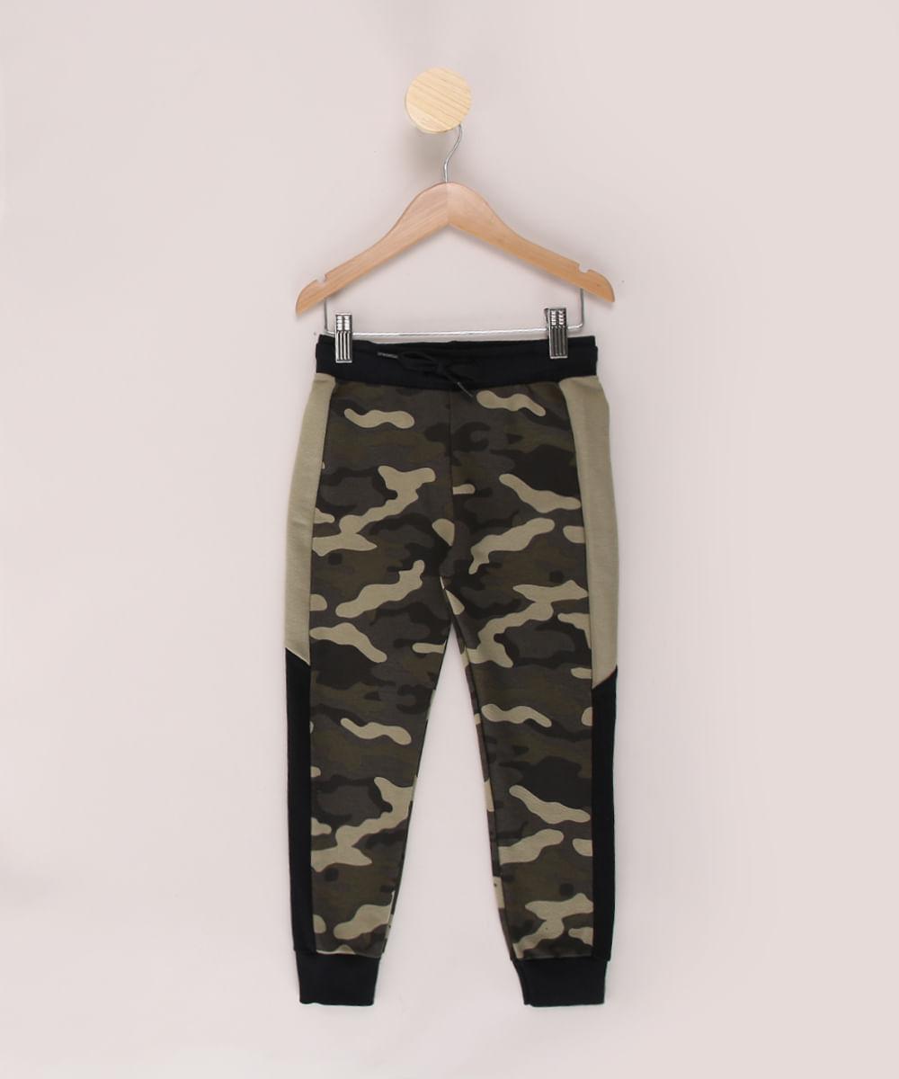 Calça de Moletom Infantil Jogger Estampada Camuflada com Recortes Verde Militar