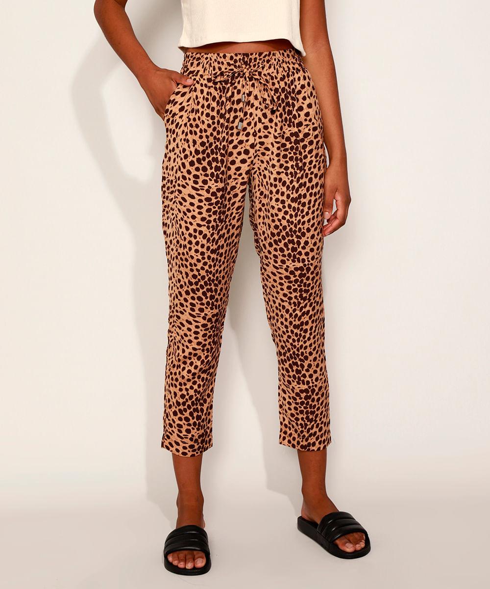 Calça Feminina Carrot Estampada Animal Print de Onça Cintura Alta Marrom