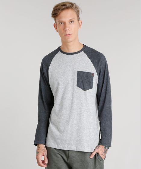 b5c70d5c55 Camiseta Masculina com Bolso Manga Longa Raglan Gola Careca Cinza ...