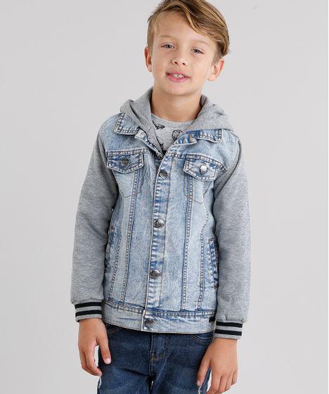 914a7b6ee1a44 Jaqueta Jeans Infantil com Moletom Sobreposição com Capuz Azul Claro ...
