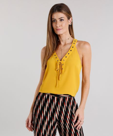 Regata-Feminina-Ampla-com-Ilhos-e-Lace-Up-Texturizada-Decote-V-Amarelo-Escuro-8886649-Amarelo_Escuro_1