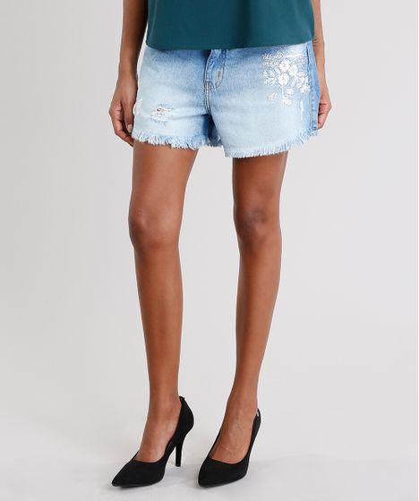 85dfacc080 Short Jeans Feminino Boyfriend com Bordado Floral Barra Desfiada ...