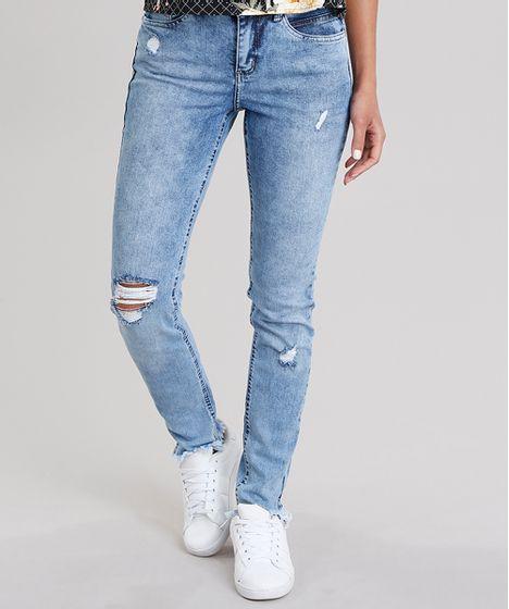 5e852a24a Calça Jeans Feminina Cigarrete Destroyed com Barra Desfiada Azul ...