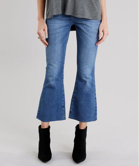 934c7a1b1b Calça Jeans Feminina Cropped Flare Barra Desfiada Cintura Alta Azul ...