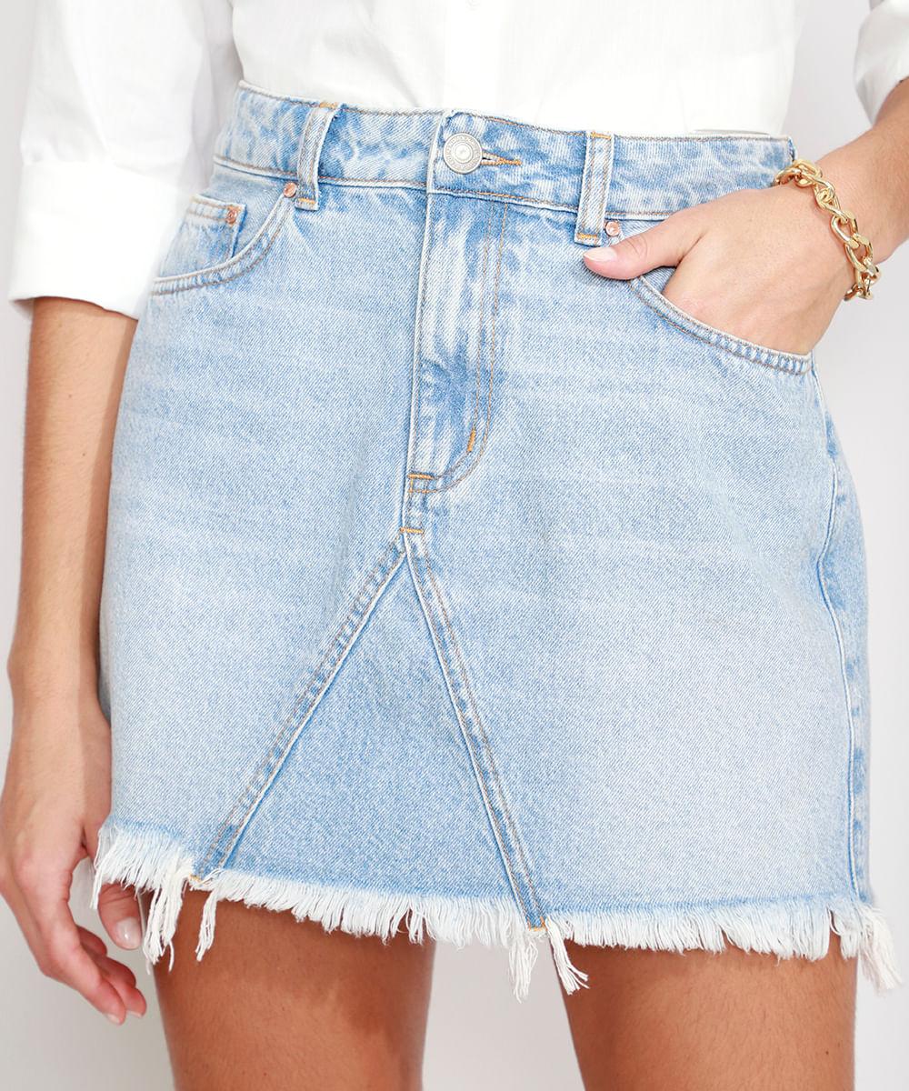 Saia Jeans com Recorte e Barra Desfiada Curta Azul Claro