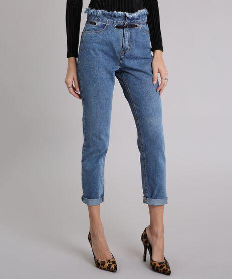 Calca-Jeans-Feminina-Mom-Pants-com-Ilhos-e-Cos-Desfiado-com-Cinto-Azul-Medio-9010647-Azul_Medio_1