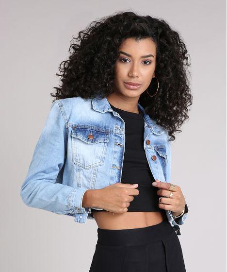 5a589c3e5 Jaqueta Jeans Feminina Cropped com Bolso Barra Desfiada Azul Claro - cea