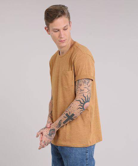 Camiseta-Masculina-com-Bolso-Manga-Curta-Gola-Careca-Amarelo-Escuro-9164444-Amarelo_Escuro_1