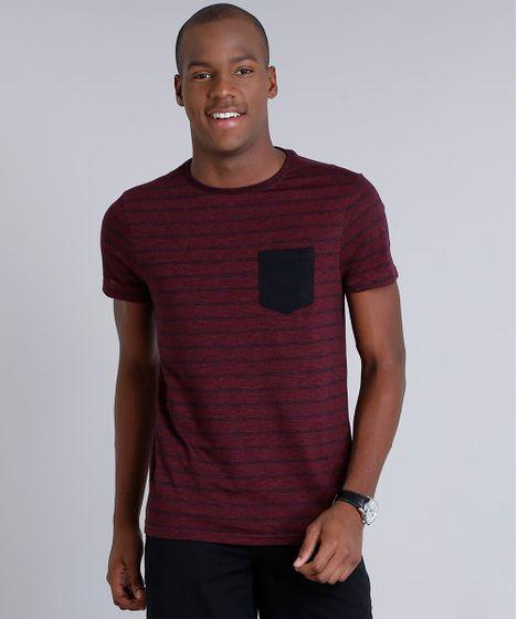 5e74fe3132 Camiseta Masculina Slim Fit Listrada com Bolso Manga Curta Gola ...