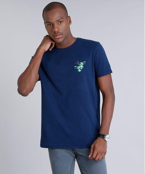 a45da222f2 Camiseta Masculina com Estampa de Folhagem Manga Curta Gola Careca ...
