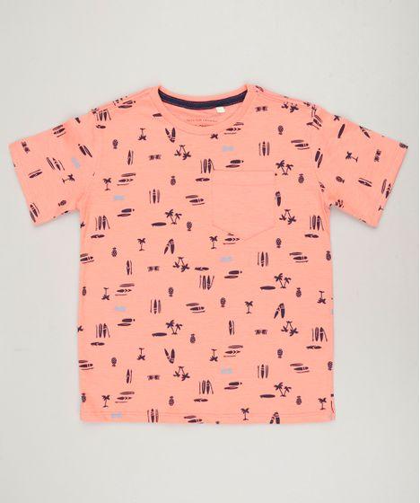 aae20767133518 Camiseta Infantil Estampada com Bolso Manga Curta Gola Careca Coral ...