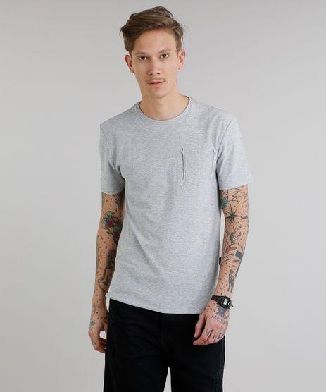 Camiseta-Masculina-com-Bolso-Manga-Curta-Gola-Careca-Cinza-Mescla-Claro-9152175-Cinza_Mescla_Claro_1
