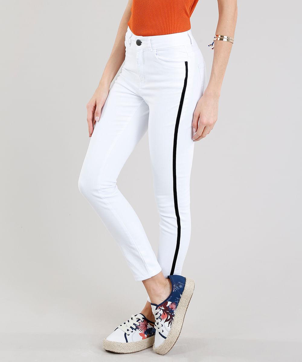 e8667af1e Calça de Sarja Feminina Super Skinny com Faixa Lateral Branca ...