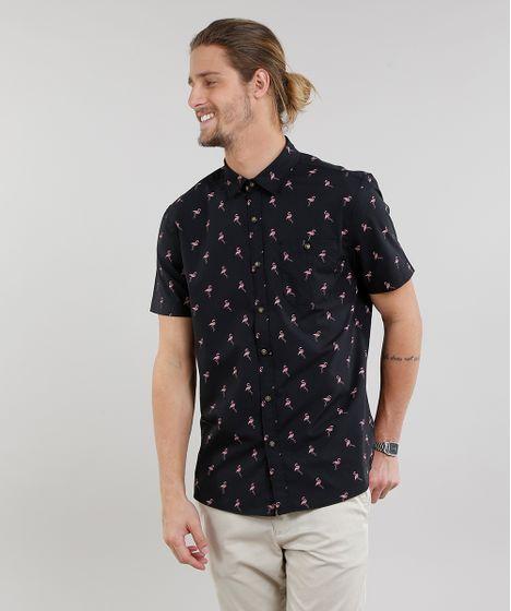 37066a65ed Camisa Masculina Estampada de Flamingos com Bolso Manga Curta Preta ...
