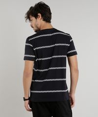 5892557087 Camiseta Masculina com Faixas Quadriculadas Manga Curta Gola Careca ...