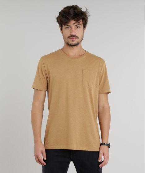 cd813e0527 Camiseta Masculina com Bolso Manga Curta Gola Careca Marrom - cea