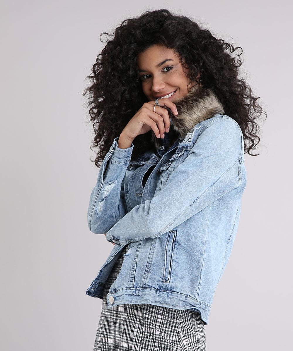 7b6e8fa635 Jaqueta Jeans Feminina Destroyed com Pelo Removível Manga Longa Azul Claro