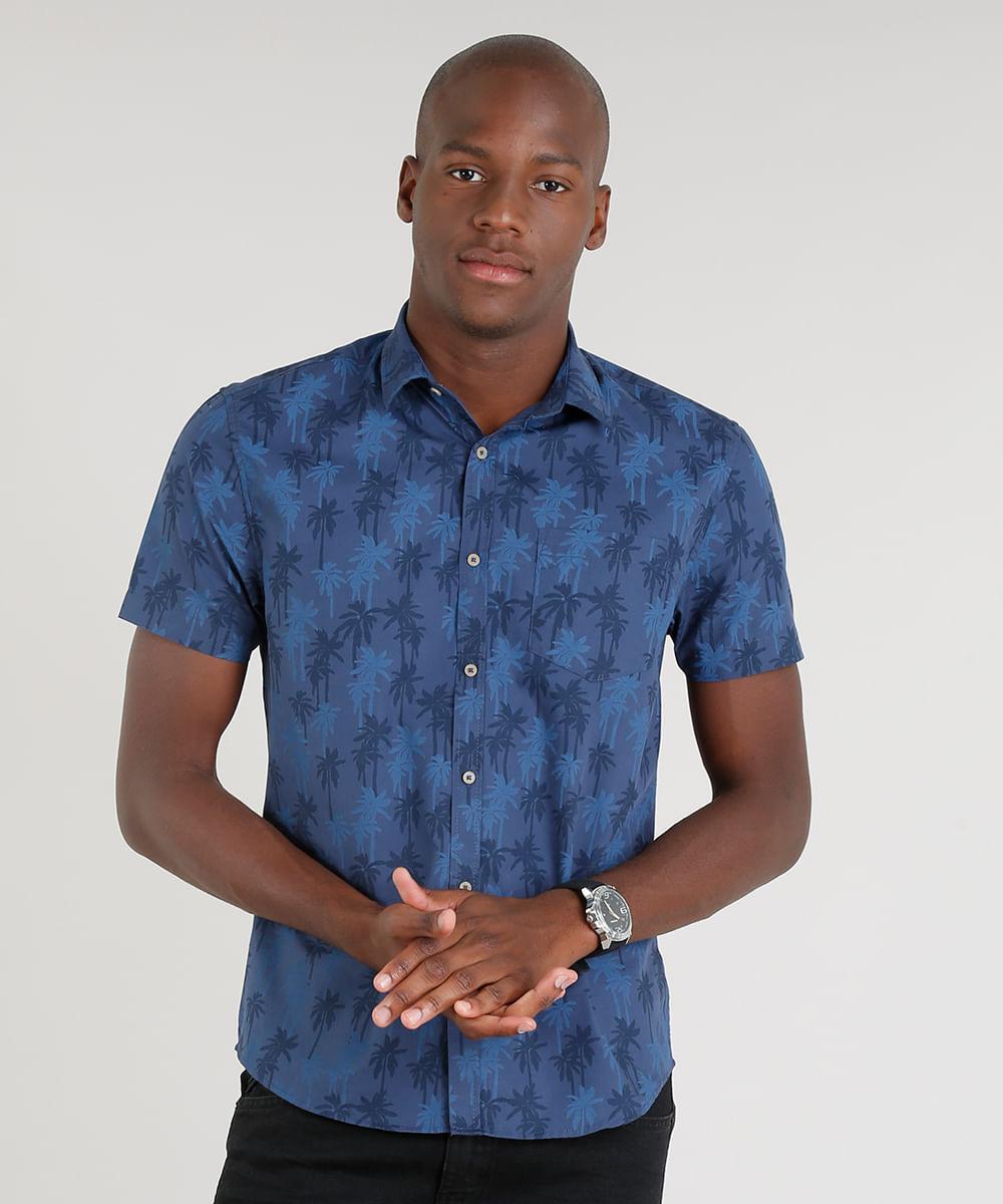 f2374c6a04ed2 Camisa Masculina Slim Estampada de Coqueiros Manga Curta Azul Marinho
