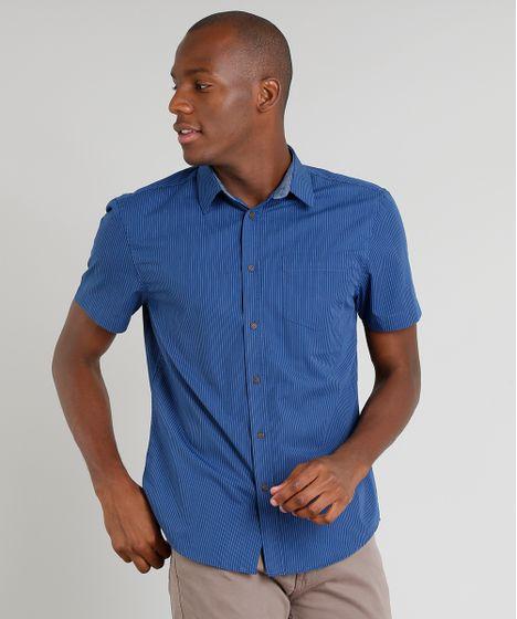 9db85e37f6 Camisa Masculina Comfort Listrada com Bolso Manga Curta Azul Marinho ...