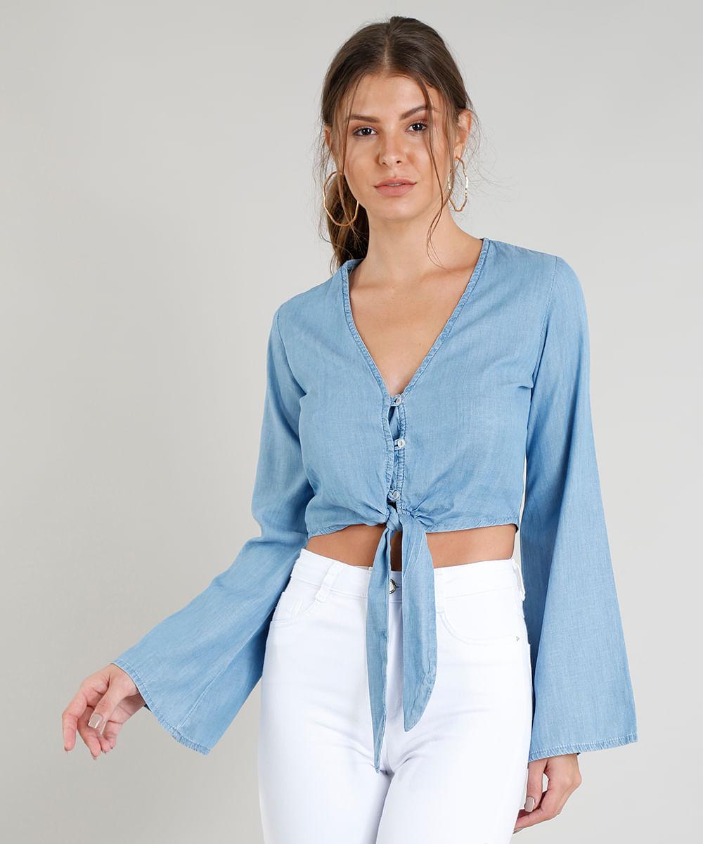 3b2ee3b977 Blusa Jeans Feminina Cropped com Nó e Botões Manga Longa Decote V Azul Claro
