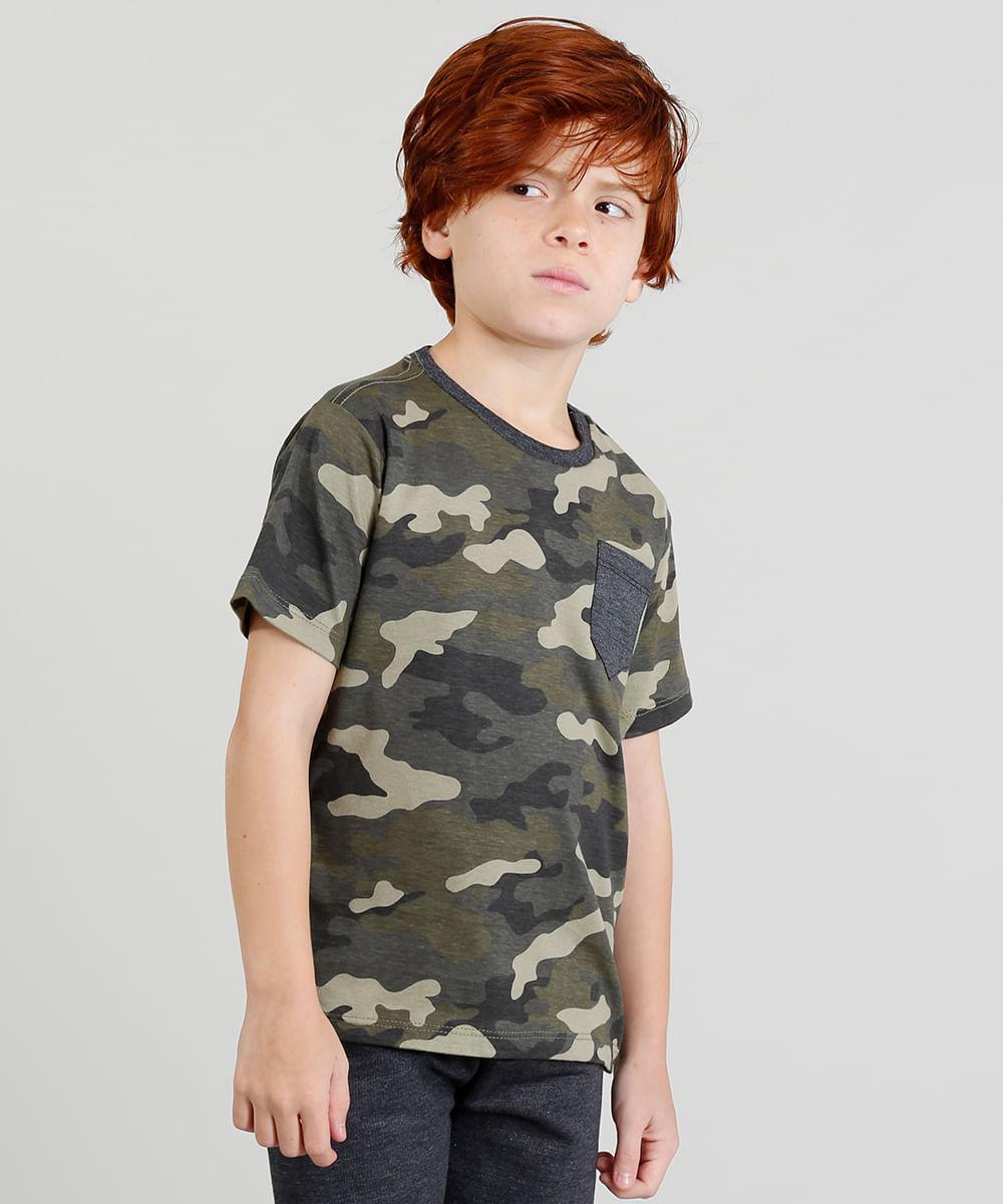 25089c23bead6a Camiseta Infantil Estampada Camuflada com Bolso e Manga Curta Verde ...